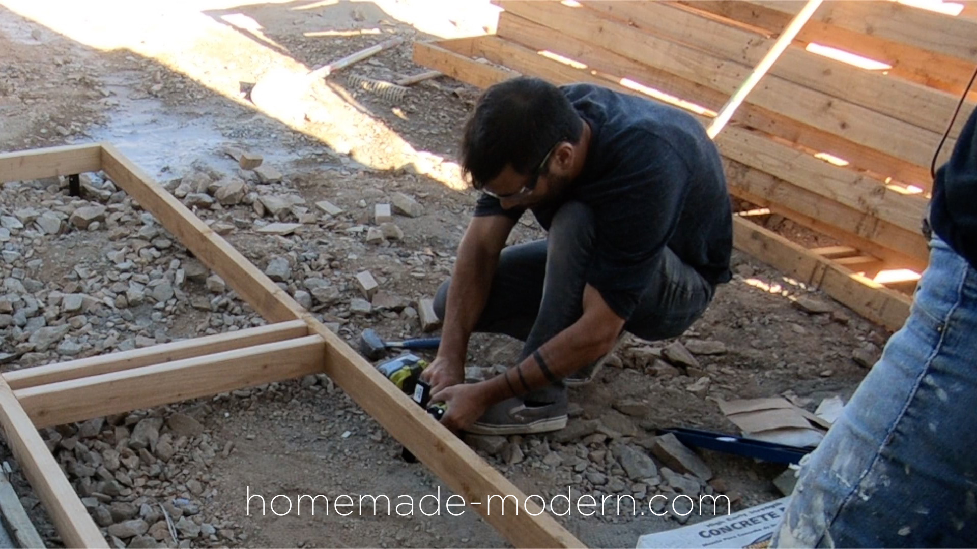 http://www.homemade-modern.com/wp-content/uploads/2019/02/diycedarpatio-02B.jpg