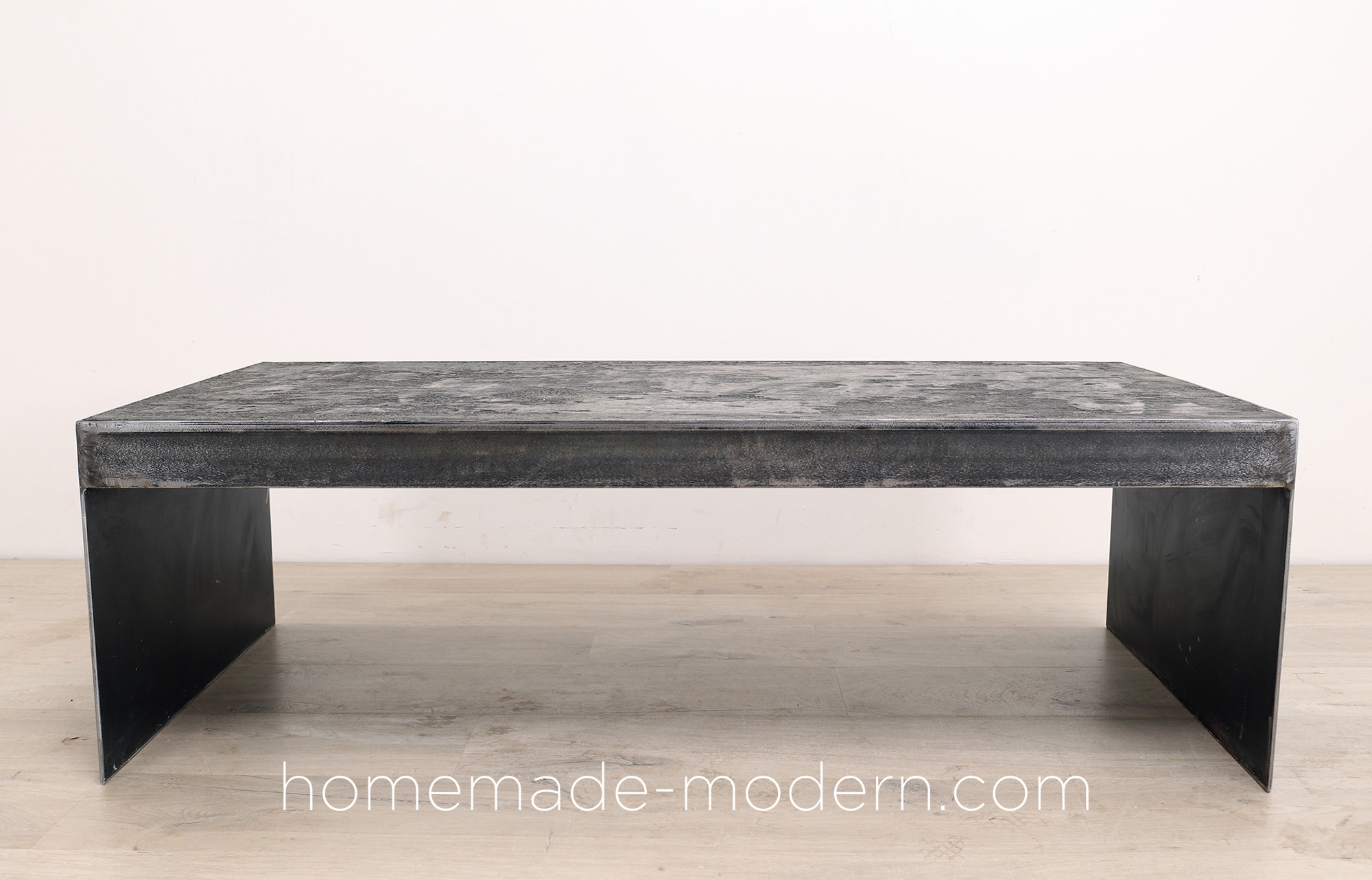 http://www.homemade-modern.com/wp-content/uploads/2019/03/blackconcretetable-final001.jpg